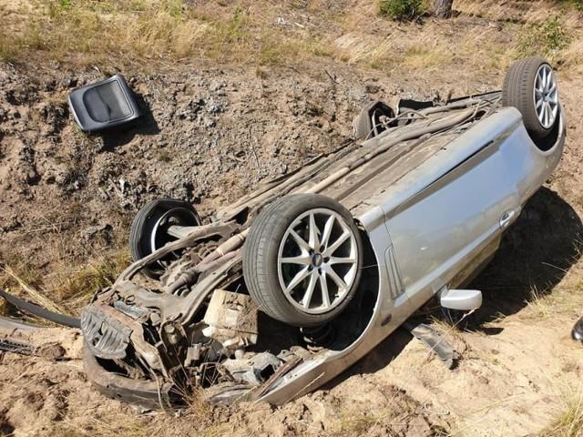 W zderzeniu pojazdów na drodze między Bożenkowem a Maksymilianowem ucierpiały dwie osoby.