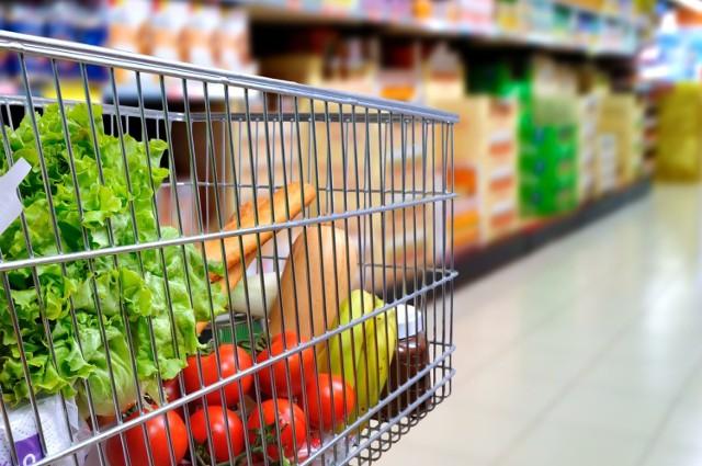 Koszyk zakupowy potrafi bardzo różnić się ceną w różnych regionach Polski. Gdzie zrobisz najtańsze zakupy?