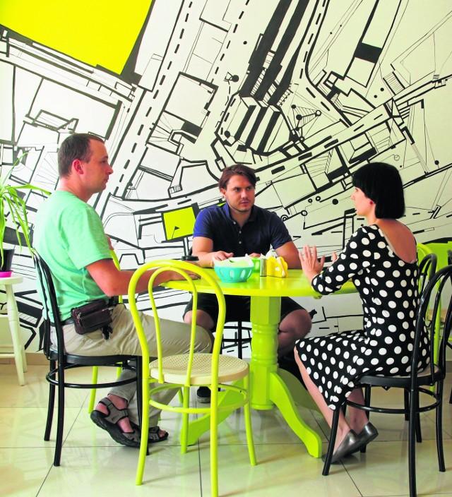 Jedną ze ścian Sztrass Burgera zdobi czarno-biała mapa