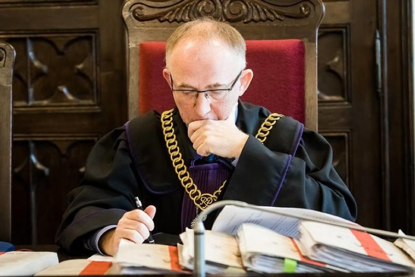 Prokurator Tomasz Brunke żąda wobec każdego z oskarżonych...