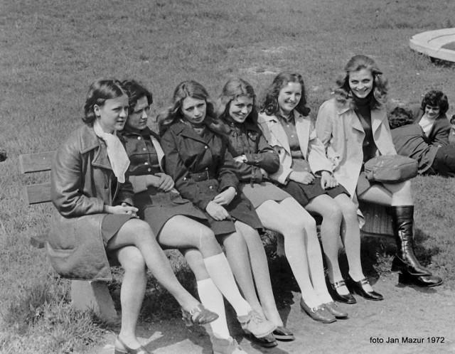 Tak w 1972 witali wiosnę uczniowie Technikum Włókienniczego w Żaganiu! Jesteście na zdjęciach? A może Wasi rodzice lub dziadkowie? Zobaczcie, jak pięknie wyglądali!