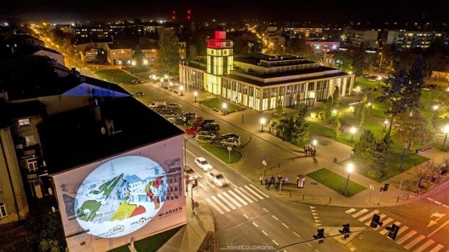 Bajkowe miasto nocą. Tak wygląda Zduńska Wola w świetle latarń