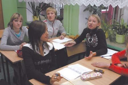 Karina Stuczeń, Ada Cudny, Agnieszka Kozala oraz Izabela Pietruszka są przekonane, że rygor w szkole jest potrzebny.