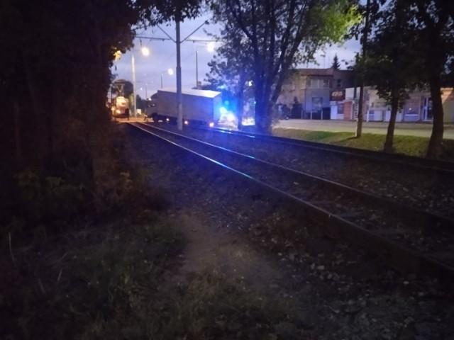 Ciężarówka zjechała z drogi i zatrzymała się na torowisku na ulicy Toruńskiej.