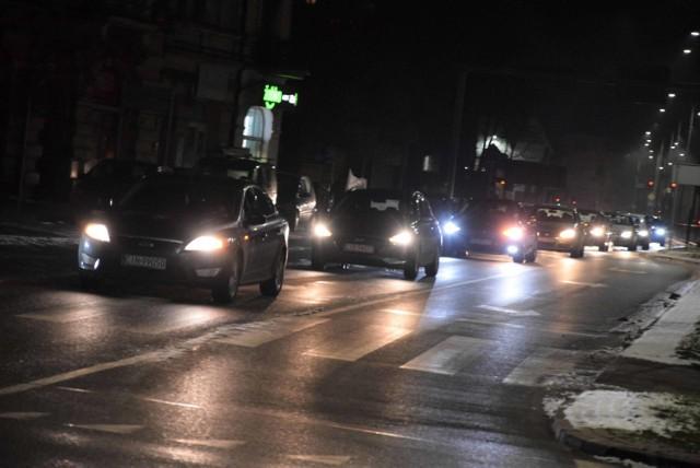 W Inowrocławiu odbył się w piątek 5 lutego kolejny protest pań. Tym razem nie był to marsz, tylko przejazd kolumny samochodów ulicami miasta