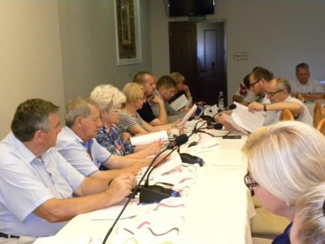 Samorządowcy spotkali się we wtorek z właścicielami aptek. Nie doszli do porozumienia w sprawie nocnych dyżurów aptek.