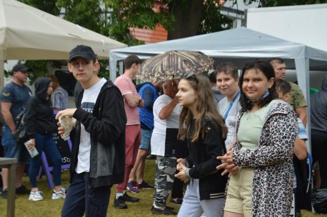Byliście na Dniach Dziczyzny w Iłowej? Przyszły tłumy! ludzi nie przegonił z ogrodu różanego nawet deszcz!