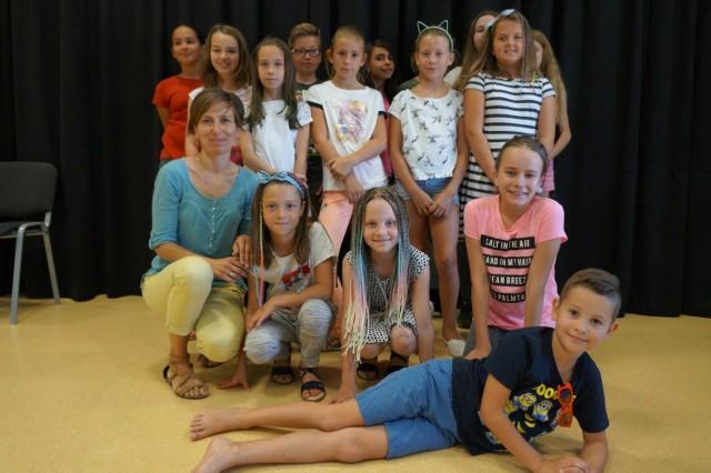Kilkanaścioro dzieci postawiło na naukę śpiewu.