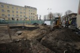 Ulica Lecha Gniezno. Trwa budowa zielonego skweru [FOTO]