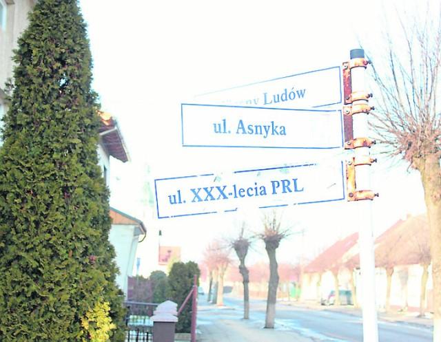 Tablica z niepoprawną politycznie nazwą ulicy w sulmierzycach