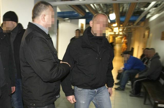 Policjanci z Bierutowa skazani za branie łapówek. Nie będą już mogli pracować w policji i nie dostaną policyjnej emerytury.
