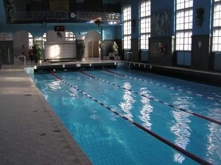 W środę na miejskim basenie miejsce dla uczniów by się znalazło   FOT. BERNARD ŁĘTOWSKI