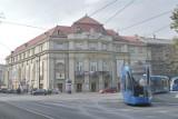 Kraków. Zmiany przy Filharmonii: ułatwienia dla pieszych, brak pasów do skrętu, nowe miejsca postojowe