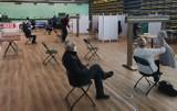 Punt szczepień powszechnych w hali sportowo-widowiskowej przy ul. Bursaki w Krośnie rozpoczął działalność [ZDJĘCIA]