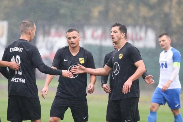 Sławomir Peszko i spółka są zdecydowanymi faworytami zmagań w małopolskiej IV lidze