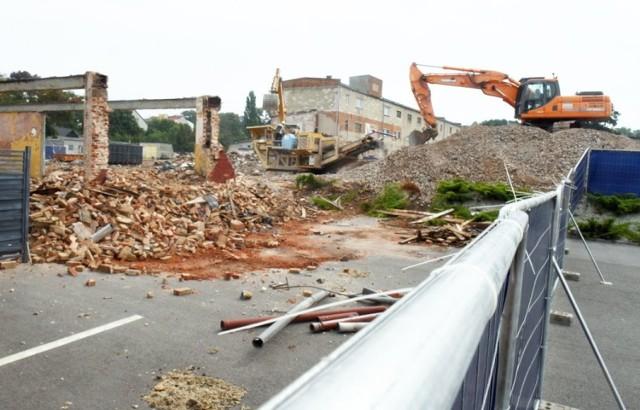 Teren budowy Zefam Park przy ul. Sienkiewicza  Wideo: Zielona Góra. Kolejna kamienica na starówce została odnowiona
