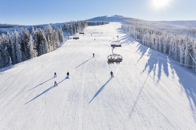 W ośrodkach narciarskich będą limity osób, które jednocześnie będą jeździć na stoku.  Zobacz kolejne zdjęcia. Przesuwaj zdjęcia w prawo - naciśnij strzałkę lub przycisk NASTĘPNE