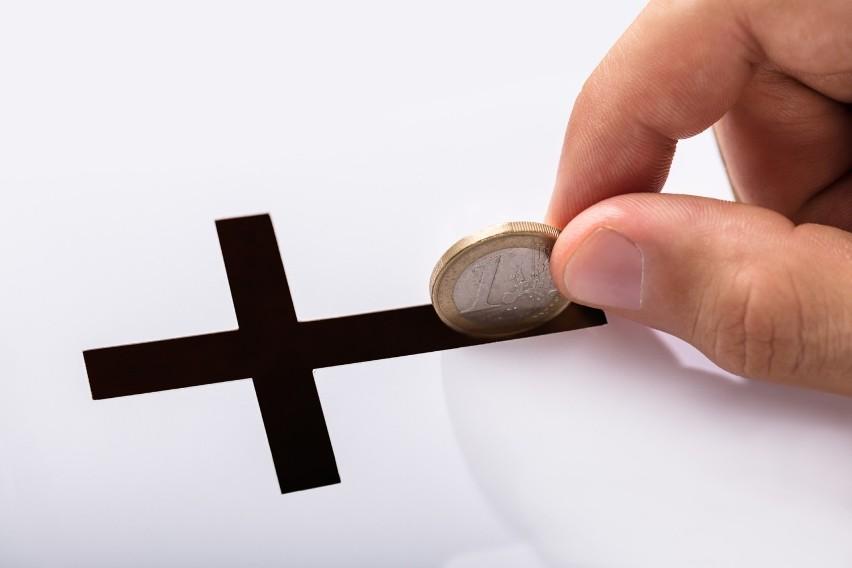 Ile kosztował ślub kościelny, chrzest lub pogrzeb? Wcale nie...