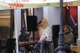 Konin. Koncert zespołu Trzy Pokolenia na osiedlu Piłsudskiego. Muzycy zagrają akustycznie w Restauracji Kompozycja już w piątek