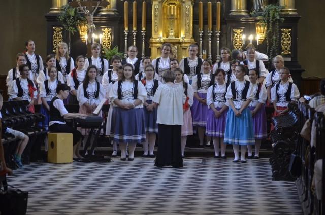 Koncert chóru żeńskiego z Węgier w Piotrkowie