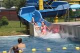 Katowice: Kąpielisko Bugla jest oblegane. Wesoła zabawa na basenie, w jacuzzi i na zjeżdżalniach to letni wypoczynek na Bugli