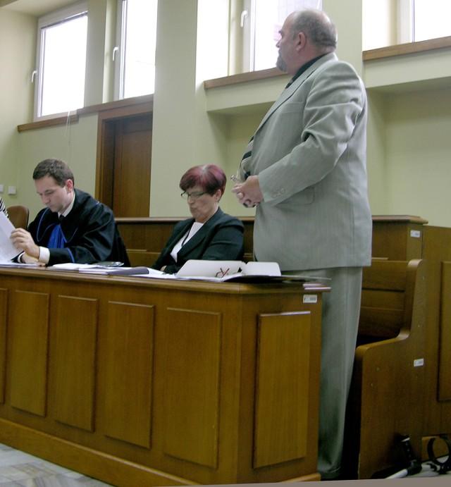 Irena i Kazimierz Śniegułowie na sali rozpraw skierniewickiego sądu