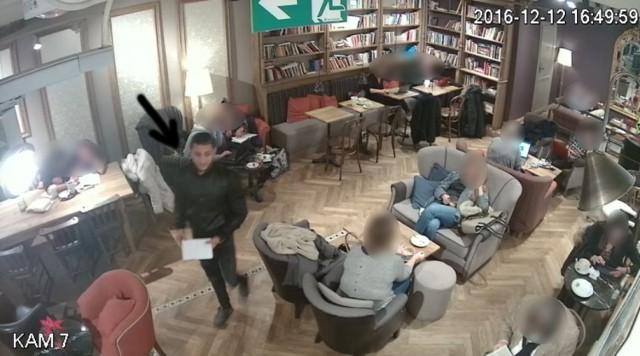 Wszedł do kawiarni i ukradł kobiecie drogi zegarek. Znasz go? [ZDJĘCIA]