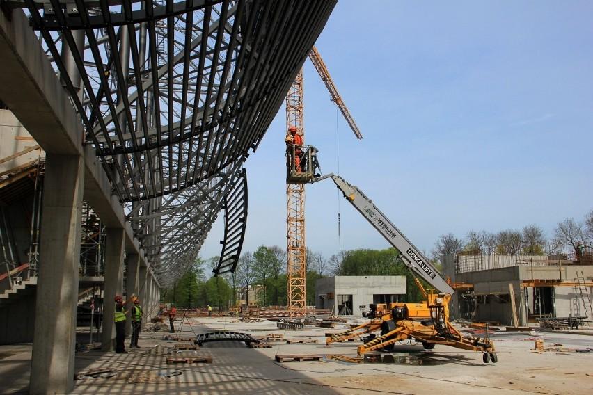 Budowa stadionu Górnika Zabrze. Zakończyła się budowa trybun i montaż dźwigarów [ZDJĘCIA]