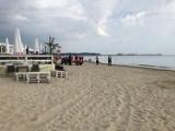 Ratownicy szukali mężczyzny, bo zostawił na plaży ubranie. Okazało się, że nawet nie wszedł do morza