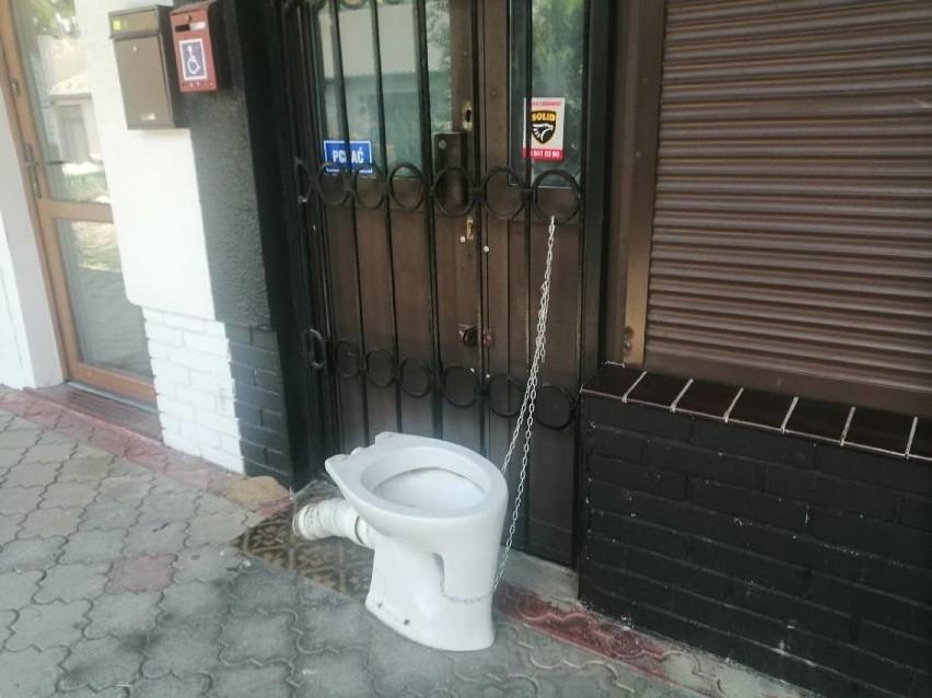Hasło toaleta publiczna w Wałbrzychu nabiera nowego sensu