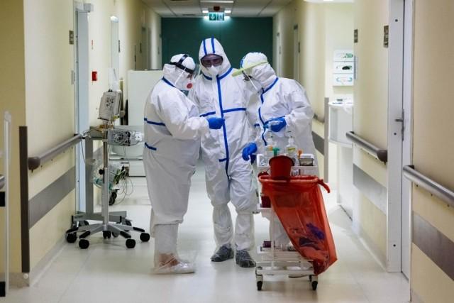 Rząd chce zagwarantować najniższe wynagrodzenia wszystkim zawodom medycznym, w tym pielęgniarkom i położnym, od 1 lipca 2021 r.