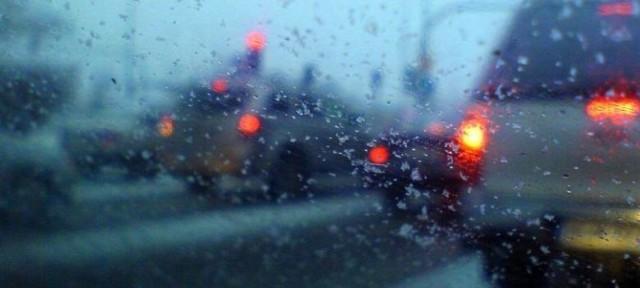 """Łódzkie. Pogoda w Łodzi i województwie łódzkim na poniedziałek 30 listopada. Jaka będzie pogoda w Łodzi? Ostrzeżenia meteorologiczne. Dużo wskazuje na to, że zima nie zagości u nas jeszcze na stałe. Synoptycy, przewidują, że w ciągu kilku kolejnych dni słupki rtęci poszybują znów w górę. Nie oznacza to, że będzie drastycznie cieplej, nie zobaczymy jednak śniegu, który wczoraj (w niedzielę) poprószył w naszym regionie. Jaka pogoda będzie dzisiaj?   Czytaj dalej na kolejnym slajdzie: kliknij strzałkę """"w prawo"""", lub skorzystaj z niej na klawiaturze komputera."""