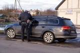 Chełm. Łatanie dziur na chełmskich ulicach spowodowało niezły konflikt między drogowcami a kierowcami. Zobacz zdjęcia