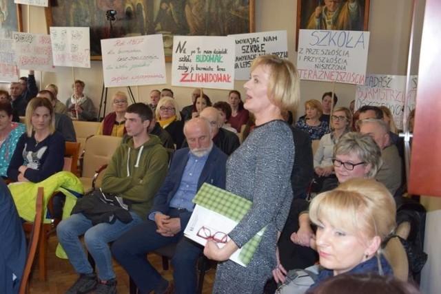 Niepubliczna Szkoła Podstawowa w Gorzycach wygrała sądową batalię z burmistrzem Żnina. Stawką było utrzymanie placówki. Szczegóły w tekście niżej. Na zdjęciach wybrane rozmowy w temacie.