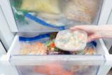 Za dużo jedzenia na święta? Te produkty możesz zamrozić! Jeśli robisz zakupy na zapas, zamiast wyrzucać jedzenie, włóż je do zamrażarki