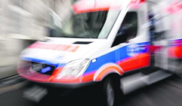 Jedna osoba ranna w wypadku przewieziona do szpitala.