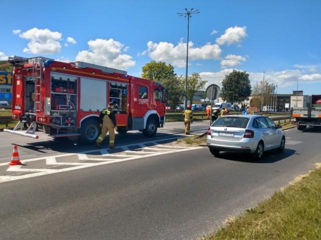 Wprawdzie do zdarzenia doszło przed godz. 10, to jeszcze po godz. 13 na miejscu wypadku pracowali policjanci o strażacy