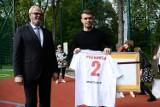Piłkarz Kamil Piątkowski na otwarciu boiska wielofunkcyjnego na osiedlu Sobniów w Jaśle [ZDJĘCIA]