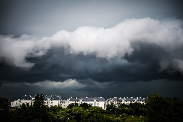 Silne deszcze oraz burze z gradem przeszły przez część Pomorza w poniedziałek, 5 lipca 2021 r.