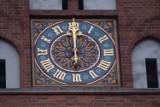 """Wiadomo kto, kiedy i za ile """"ożywi"""" zegar na wieży kościoła Mariackiego w Szczecinku [zdjęcia]"""