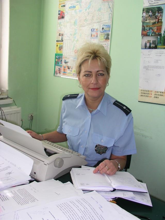Asp. sztab. Aldona Nowak - pracuje w Wydziale Prewencji Kryminalnej Nieletnich i Patologii KPP w Gnieźnie - wyślij sms o treści GNIE.5 na numer 72355 (koszt 2.46 zł z VAT)