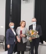 Pleszew. Zasłużona Elżbieta Mielcarek - dyrektor Biblioteki Publicznej Miasta i Gminy Pleszew