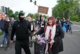 Protest antyszczepionkowców w Poznaniu po apelu Jacka Jaśkowiaka w sprawie obowiązkowych szczepień przeciw COVID-19