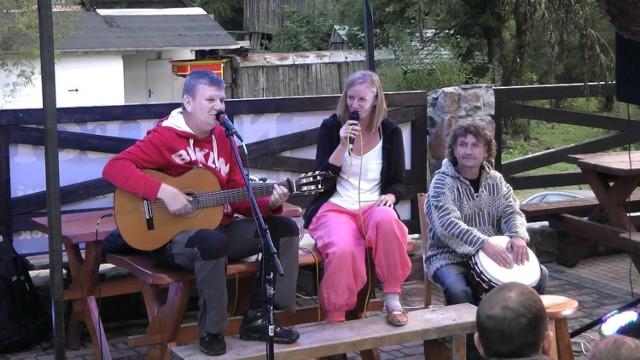 Etno-Chata Topolej, jeden z koncertów  w ramach Bramy Karpat zagra Kapela z przypadku.