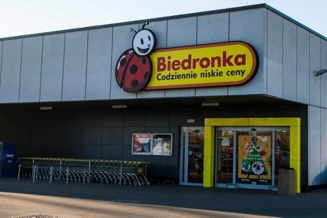 Sieć sklepów Biedronka wprowadza zmiany. To najprawdopodobniej reakcja na zagrożenia epidemią koronawirusa w Polsce. O co chodzi?   Przejdź do kolejnego zdjęcia i sprawdź --->