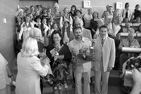 Dąbrowianie Roku 2003 podczas wręczania statuetek.