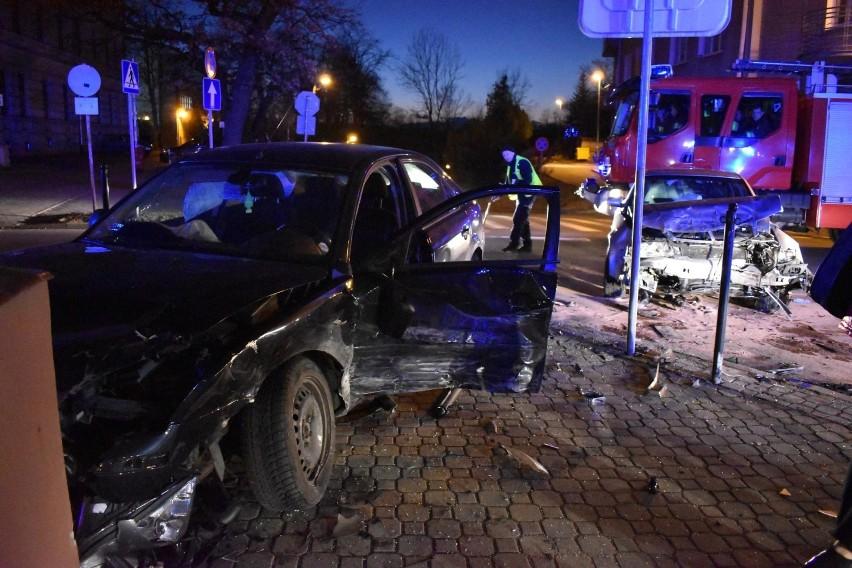 5 lutego 2020 r. doszło do zderzenia czołowo-bocznego dwóch samochodów osobowych: ford mondeo i audi a4