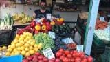 Cena wczesnych jabłek  zaskakuje klientów. Jabłka droższe od bananów