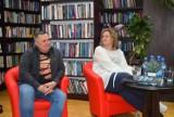Magdalena Witkiewicz i Stefan Darda spotkali się z czytelnikami w kościerskiej bibliotece [ZDJĘCIA, WIDEO]