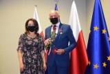 """Gmina Zbąszyń. Prezydent RP odznaczył Romana Wośko z Przyprostyni """"Brązowym Krzyżem Zasługi"""""""
